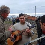 Pier met Roma-muzikant