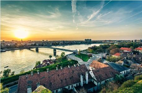 004-Novi-Sad-Donau-panorama