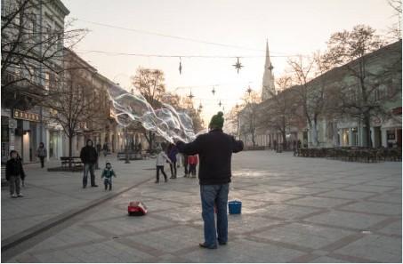 014-Novi-Sad-straatperformer-hoofdstraat-Zmaj-Jovina