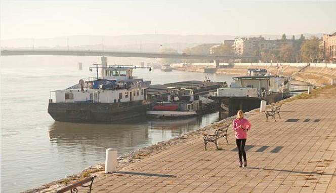 061-Novi-Sad-joggen-langs-Donau