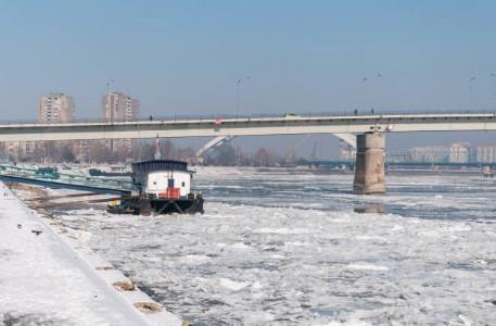 062-Novi-Sad-bevroren-Donau