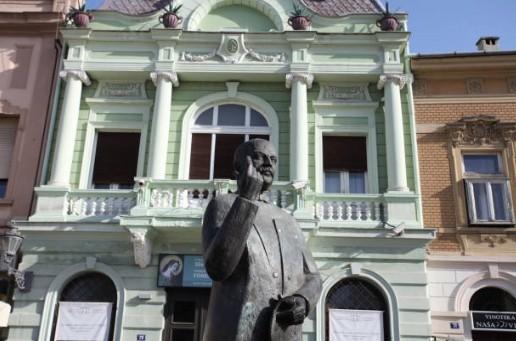 070-Novi-Sad-standbeeld