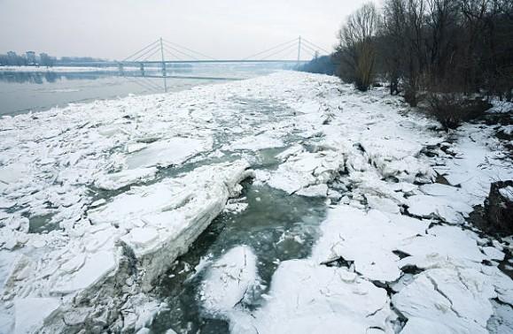 085-Novi-Sad-bevroren-Donau