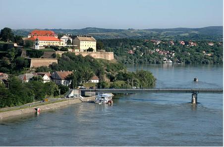 088-Novi-Sad-Donau-met-Fort-Petrovaradin