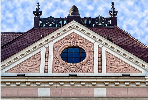 094-Novi-Sad-facade-klassiek-gebouw